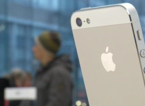 News video: Apple Doles Out Cash, Facebook Beat Underwhelms