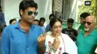 News video: Bollywood hot-shots cast their vote as India enters 6th phase of LS polls